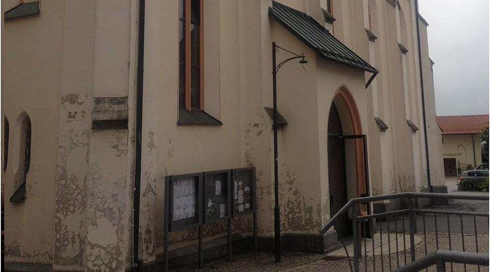 Die alte Fassade der Kirche.